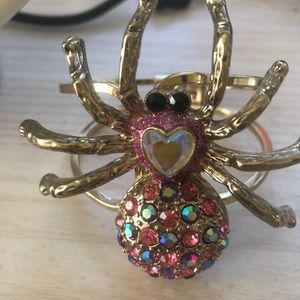 Betsey Johnson pink tarantula bracelet🖤🕷